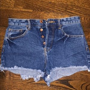 F21 High waisted buttoned distressed jean shorts